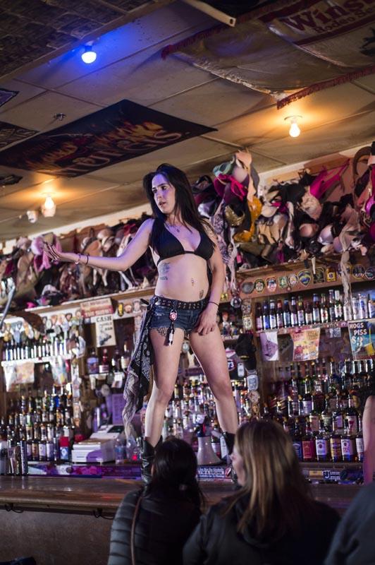 Hogs & Heifers Saloon Las Vegas_Bartenders_000223