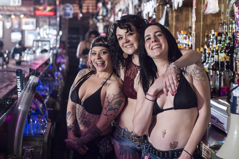 Hogs & Heifers Saloon Las Vegas_Bartenders_000255