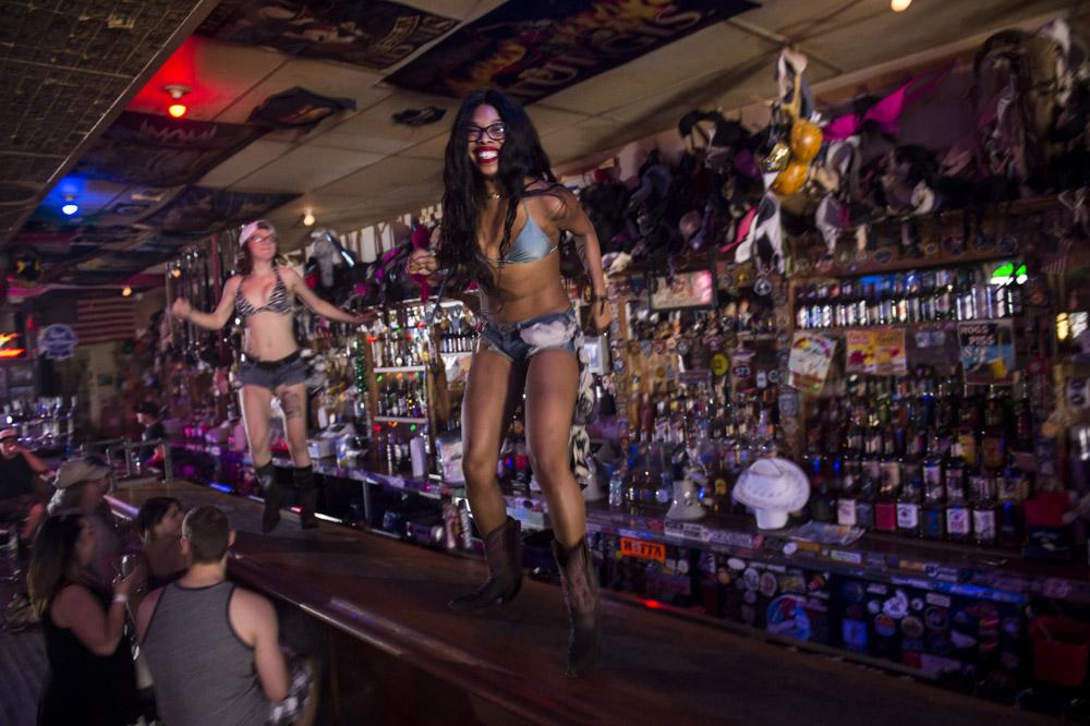 Hogs & Heifers Saloon Las Vegas_Motorcycle Rally_000274
