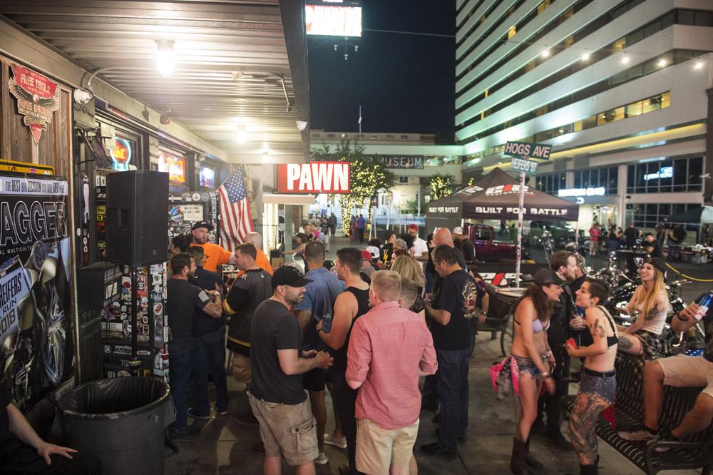 Hogs & Heifers Saloon Las Vegas_Motorcycle Rally_000443