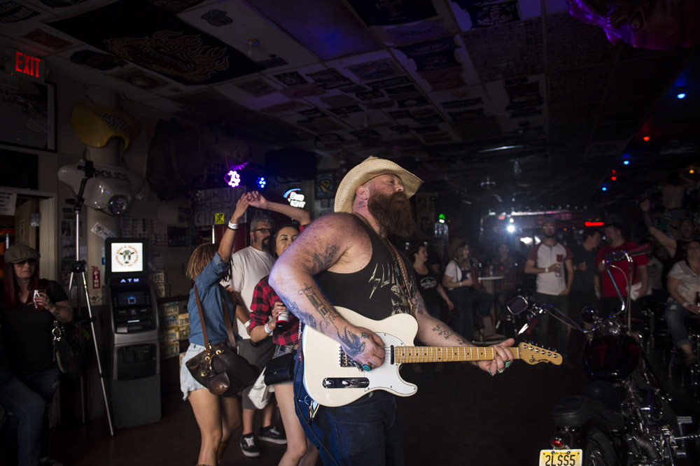 Hogs & Heifers Saloon Las Vegas_Motorcycle Rally_000496
