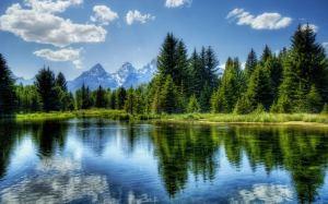 natural, peaceful lake