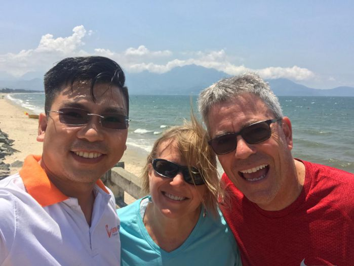 Hoi An Private Driver with sweet couple stop at Da Nang beach_700