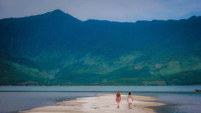 Lap An lagoon looks like Diep Son in Nha Trang