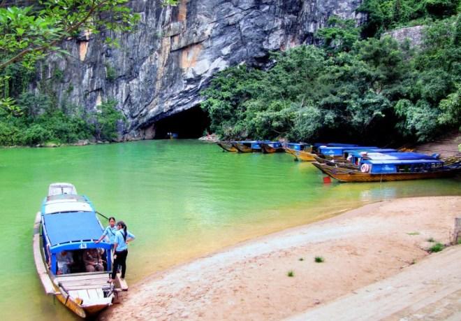 Hue Private Car Transfer to Phong Nha Cave- Hoi An Private Car