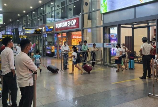 Noi-Bai-Airport-Transfer-Hoi-An-Private-Car