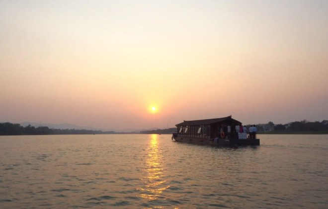 Perfume-River-Sunset-Cruise-With-Dinner-Hoi-An-Private-Car