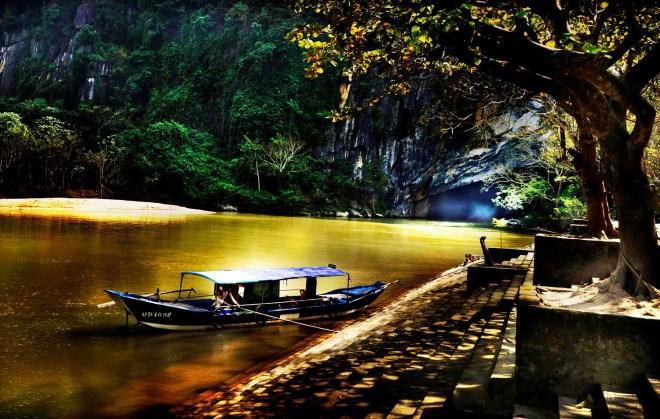 Hue-To-Phong-Nha-Cave-Tour-1-Day-Hoi-An-Private-Car