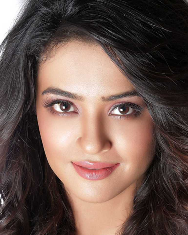 Surveen Chawla Wiki, Age, Biography, Movies, and Stunning Photos 101