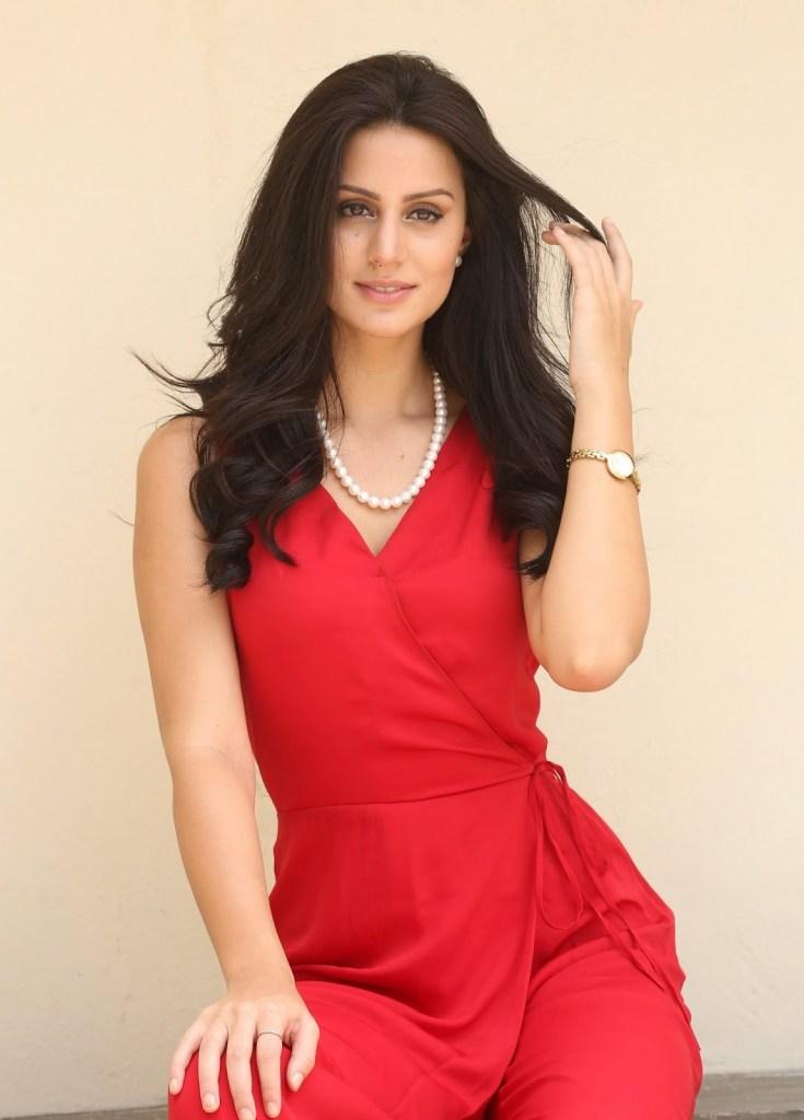 Larissa Bonesi Wiki, Age, Biography, Movies, and Beautiful Photos 113