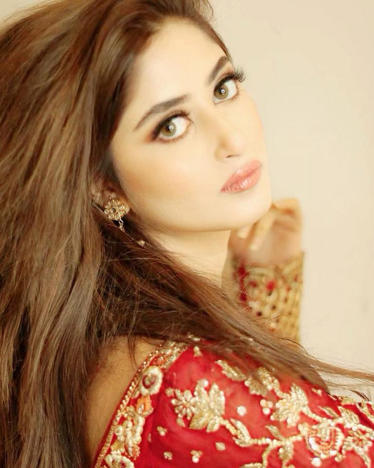 Sajal Aly Wiki, Age, Biography, Movies, and Beautiful Photos 103