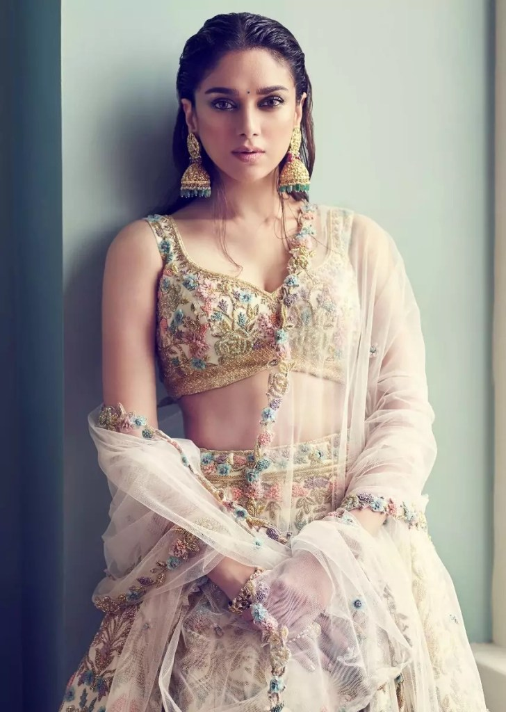 Three Bollywood Actress you won't believe are in their 40s 112