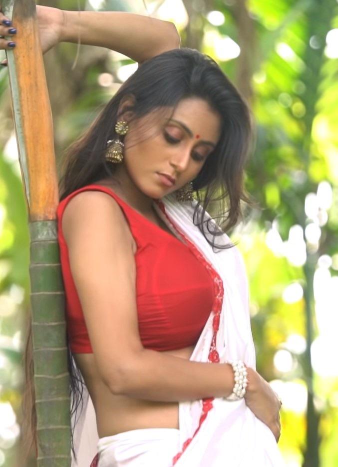 Bengali Model Priya Chakraborty Wiki, Age, Biography, Movies, and Beautiful Photos 110