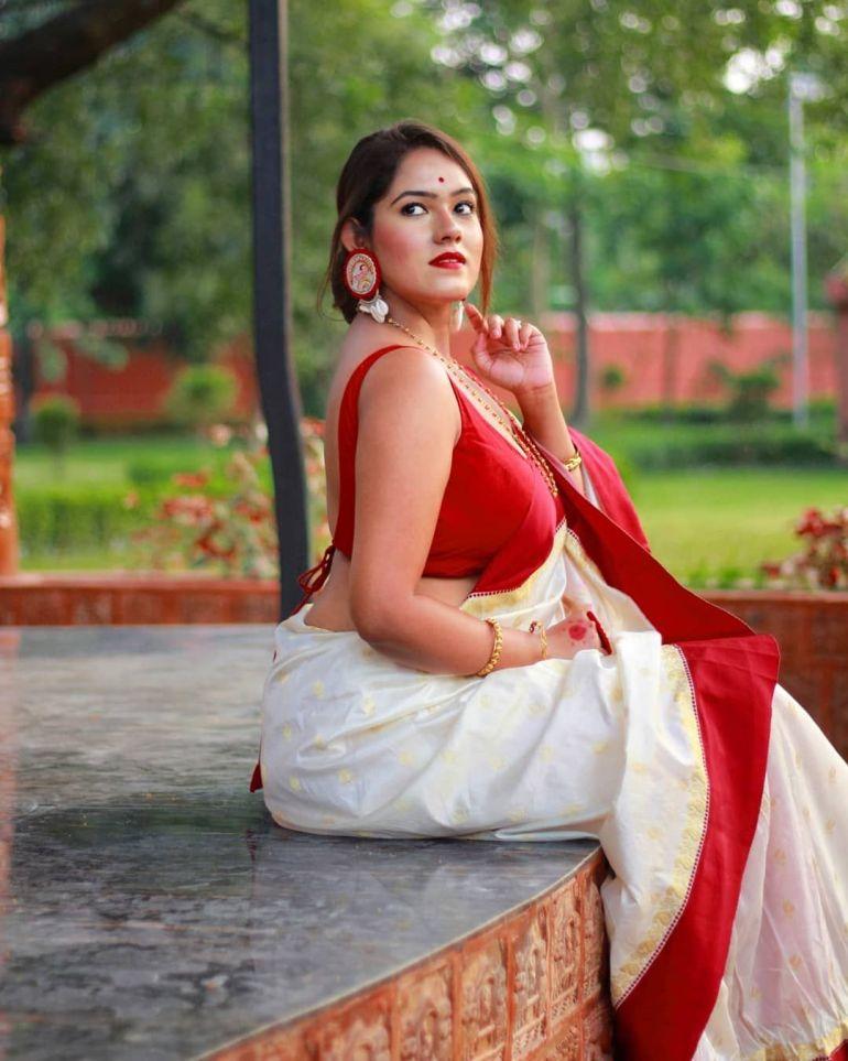 Bengali Model Dwiti Roy Wiki, Age, Biography, Movies, and Glamorous Photos 99