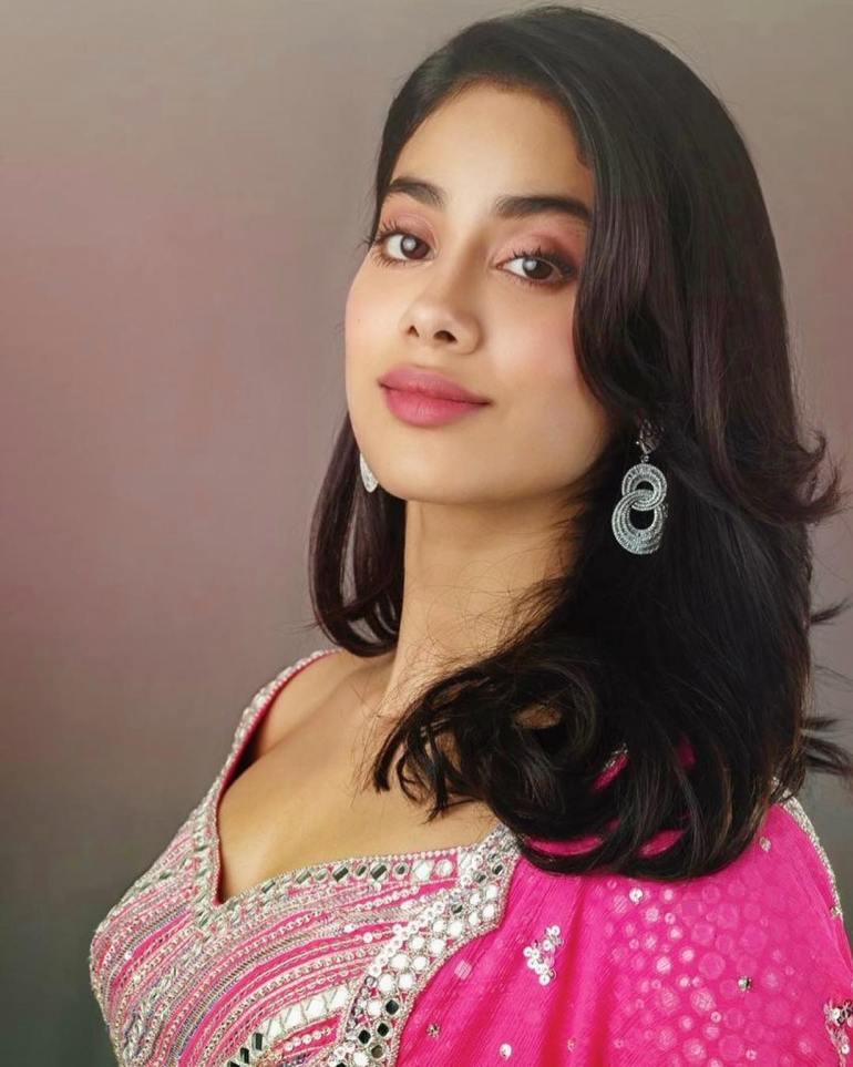 Top 15 Beautiful Bollywood actress of 2021 138