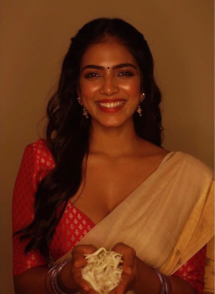 Malavika Mohanan Wiki, Age, Biography, Movies, and Beautiful Photos 109