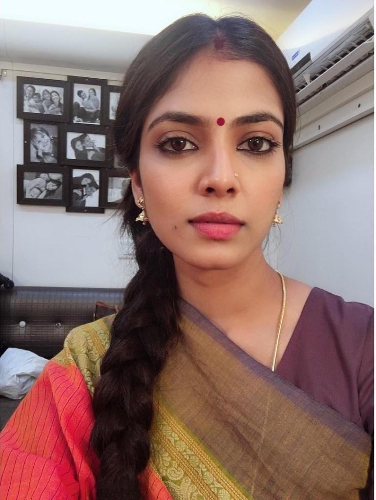 Malavika Mohanan Wiki, Age, Biography, Movies, and Beautiful Photos 122