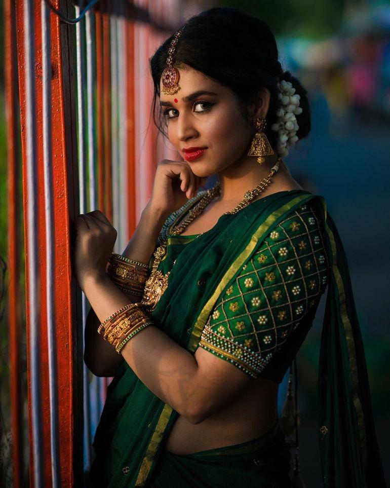 Meenakshi Govindarajan Wiki, Age, Biography, Movies, and Gorgeous Photos 110