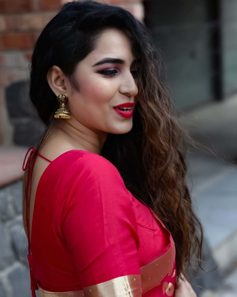 The Breathtaking Beauty of India Neeru Starlet Wiki, Age, Biography, Movies, and Gorgeous Photos 108