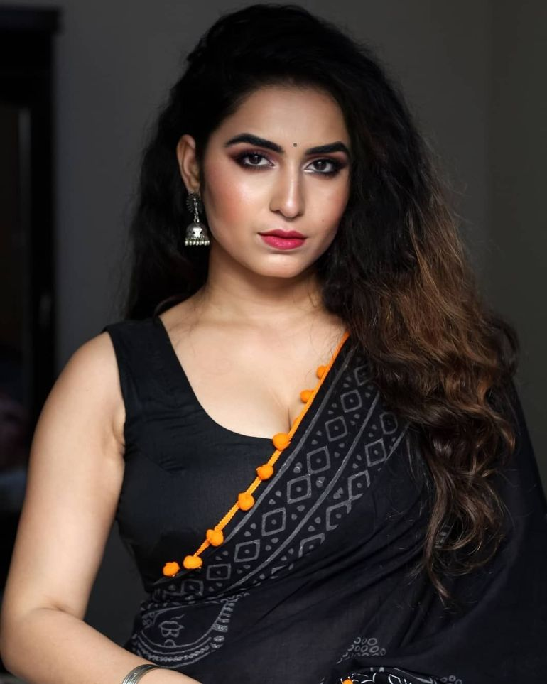 The Breathtaking Beauty of India Neeru Starlet Wiki, Age, Biography, Movies, and Gorgeous Photos 100