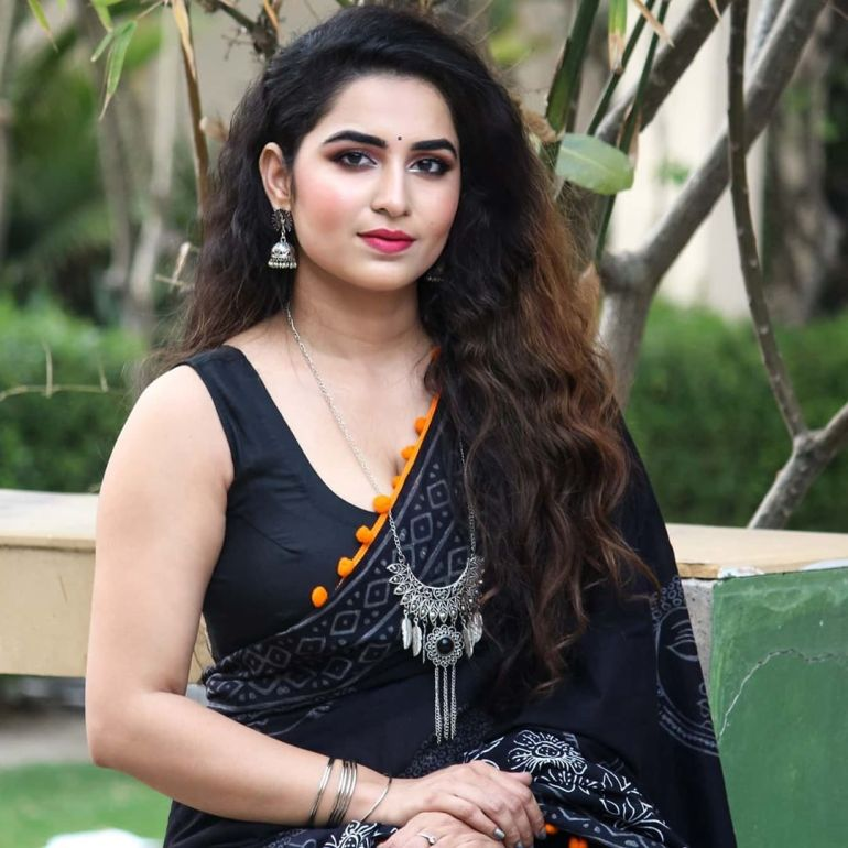 The Breathtaking Beauty of India Neeru Starlet Wiki, Age, Biography, Movies, and Gorgeous Photos 120