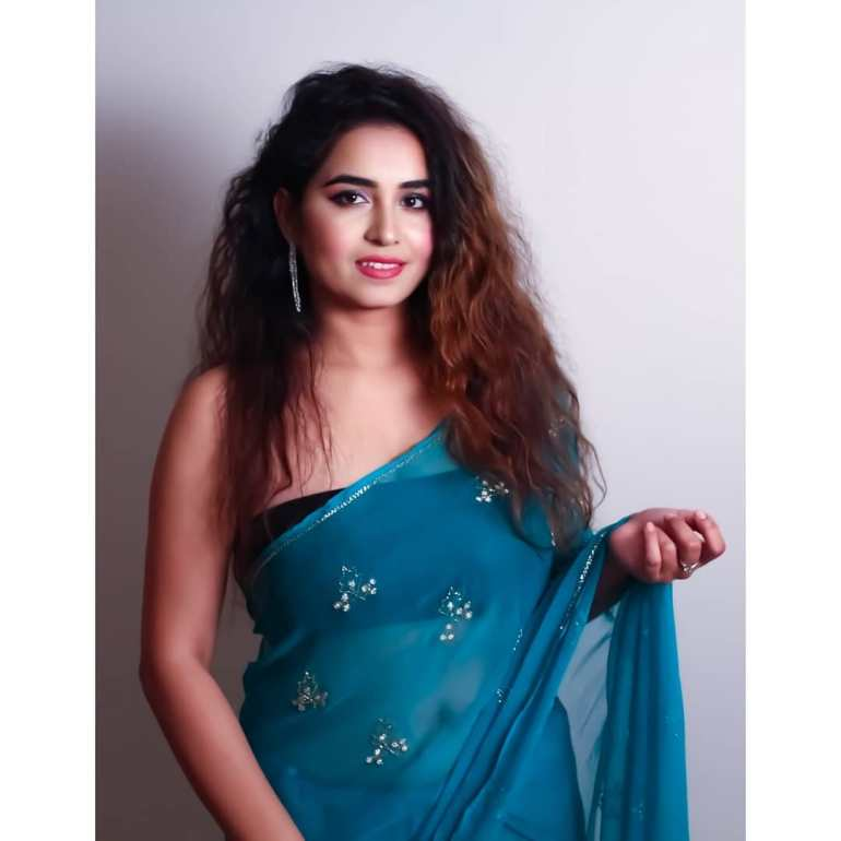 The Breathtaking Beauty of India Neeru Starlet Wiki, Age, Biography, Movies, and Gorgeous Photos 101