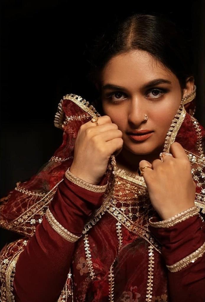 Prayaga Martin Wiki, Age, Biography, Movies, and Gorgeous Photos 114