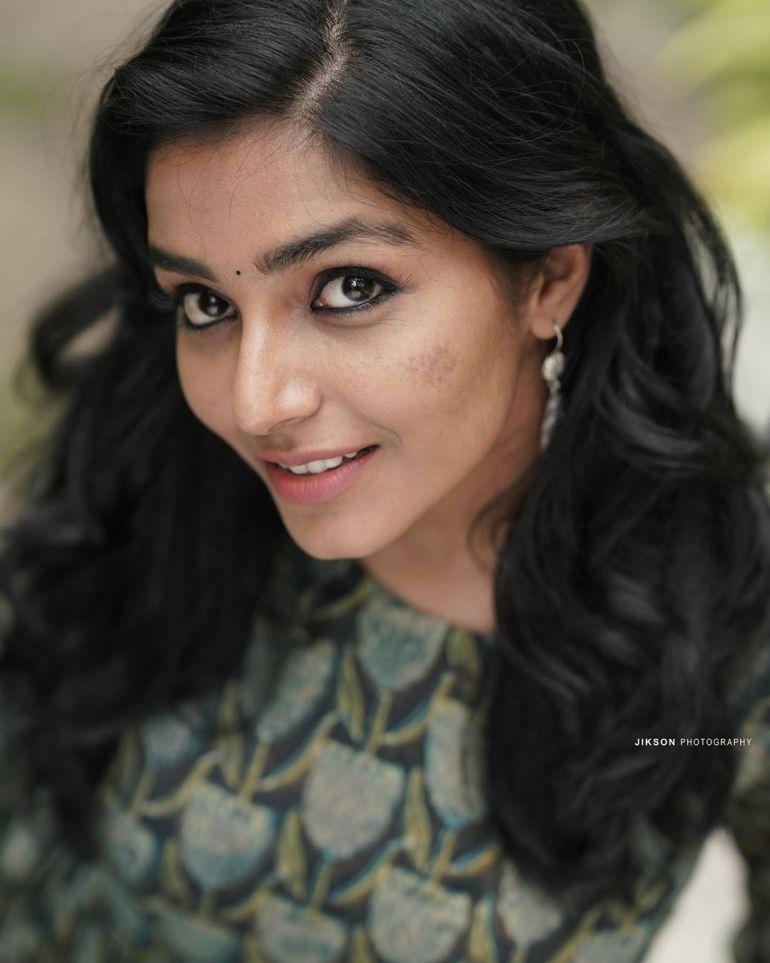 Rajisha Vijayan Wiki, Age, Biography, Movies, and Charming Photos 123