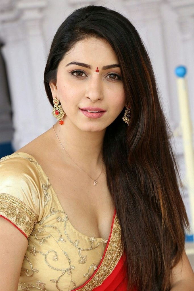 Rishika Jairath Wiki, Age, Biography, Movies, and Beautiful Photos 108