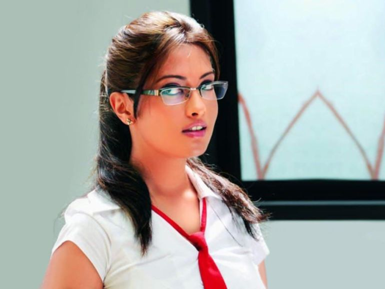 Which Indian actresses look Glamorous in school uniform? 134