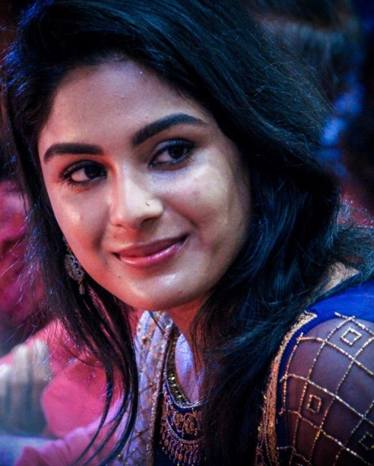 Samyuktha Menon Wiki, Age, Biography, Movies, and Gorgeous Photos 122