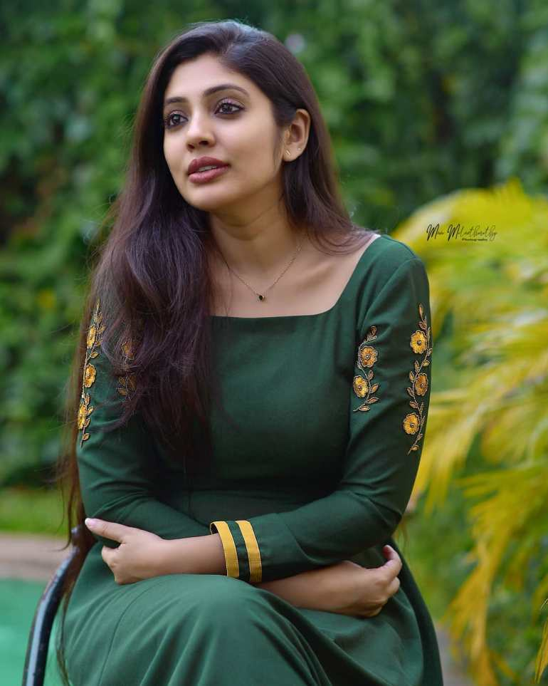 Veena Nandakumar Wiki, Age, Biography, Movies, and glamorous Photos 111