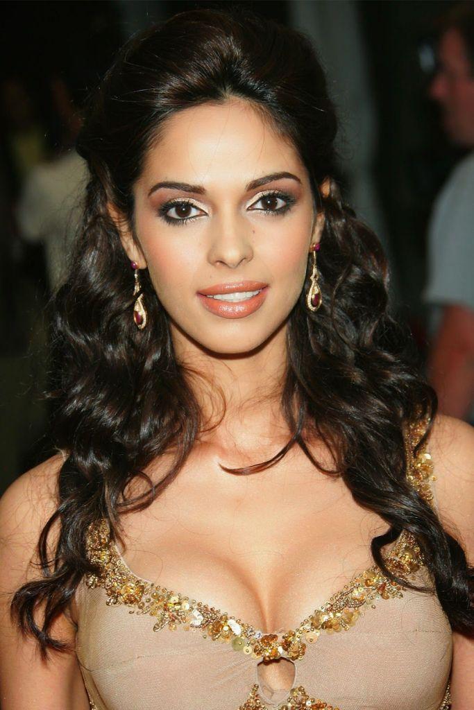 Mallika Sherawat Wiki, Age, Biography, Movies, and Gorgeous Photos 109