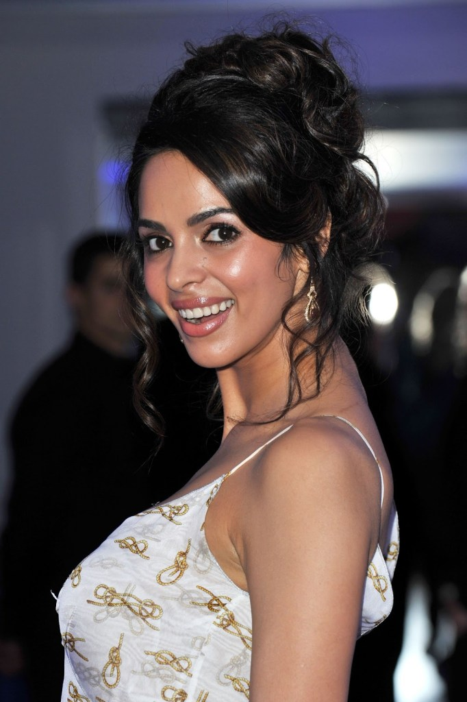 Mallika Sherawat Wiki, Age, Biography, Movies, and Gorgeous Photos 115