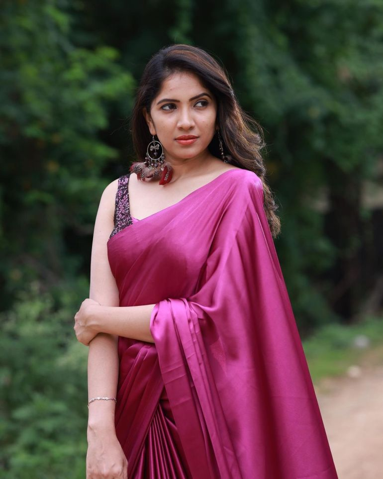 Anchor Indu Wiki, Age, Biography, Movies, and Gorgeous Photos 100