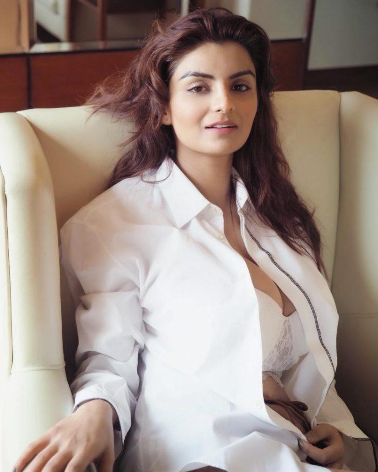 Anveshi Jain Wiki, Age, Biography, Movies, and Beautiful Photos 114
