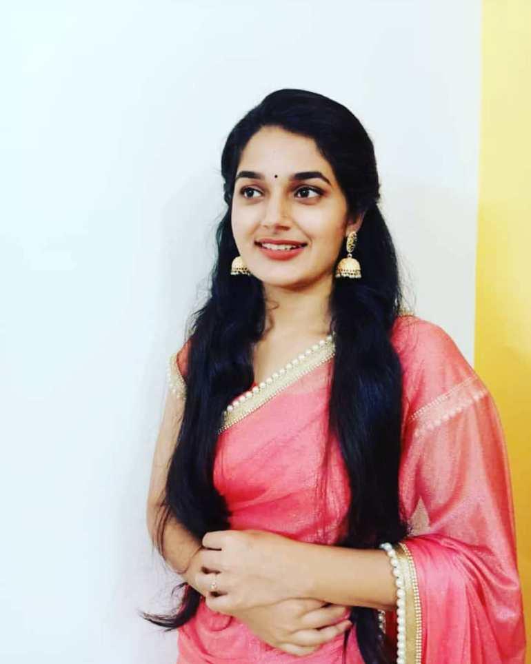 Aparna Janardanan Wiki, Age, Bio, Movies, Husband, Height, TV Shows, Photos 107
