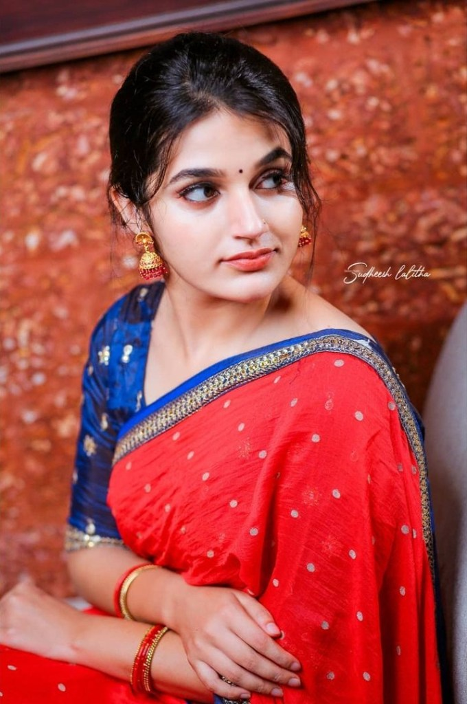 Aparna Janardanan Wiki, Age, Bio, Movies, Husband, Height, TV Shows, Photos 120