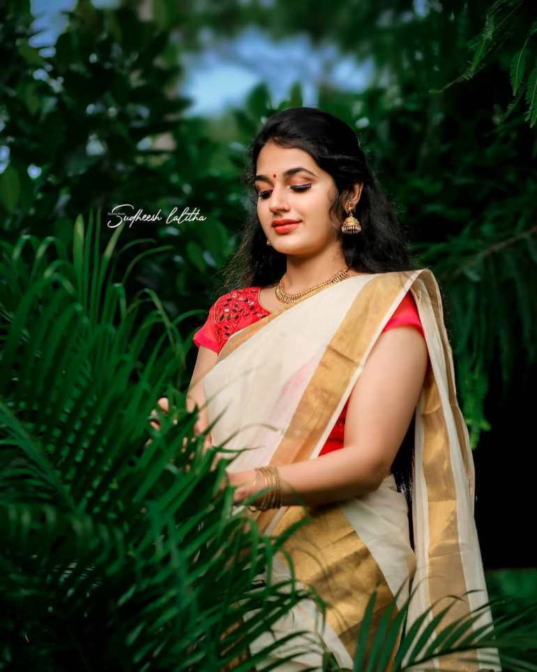 Aparna Janardanan Wiki, Age, Bio, Movies, Husband, Height, TV Shows, Photos 121