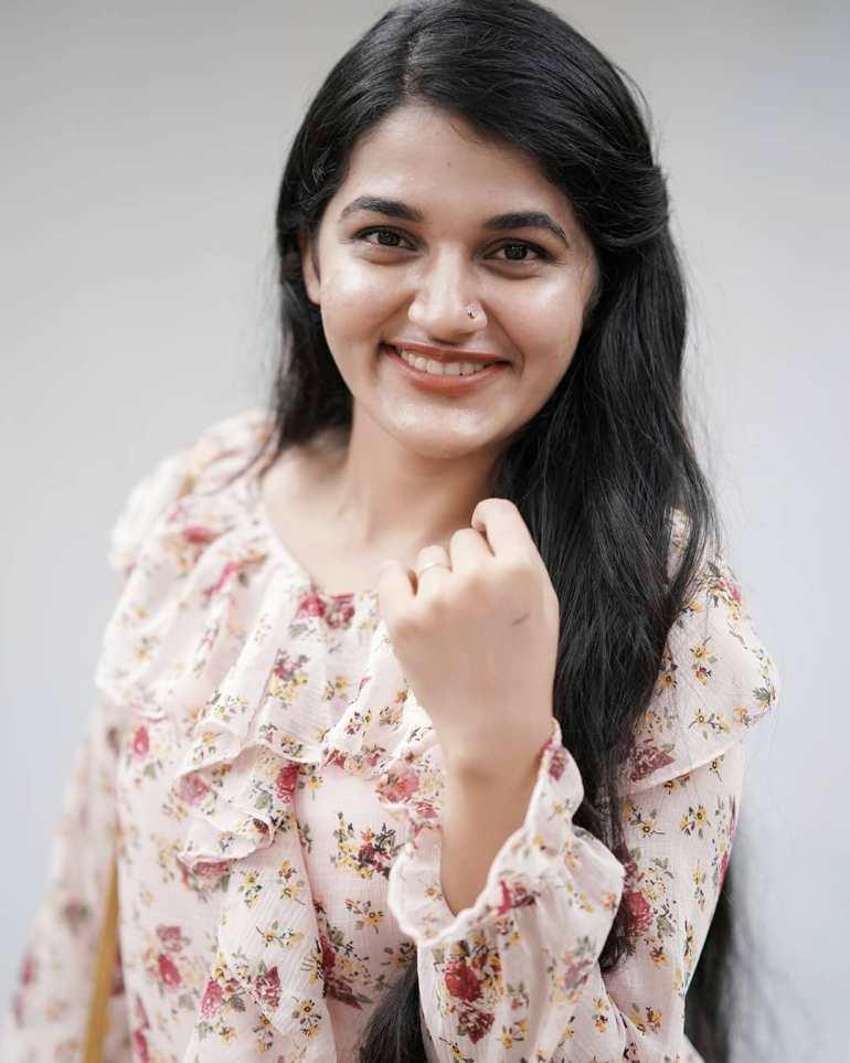 Aparna Janardanan Wiki, Age, Bio, Movies, Husband, Height, TV Shows, Photos 101