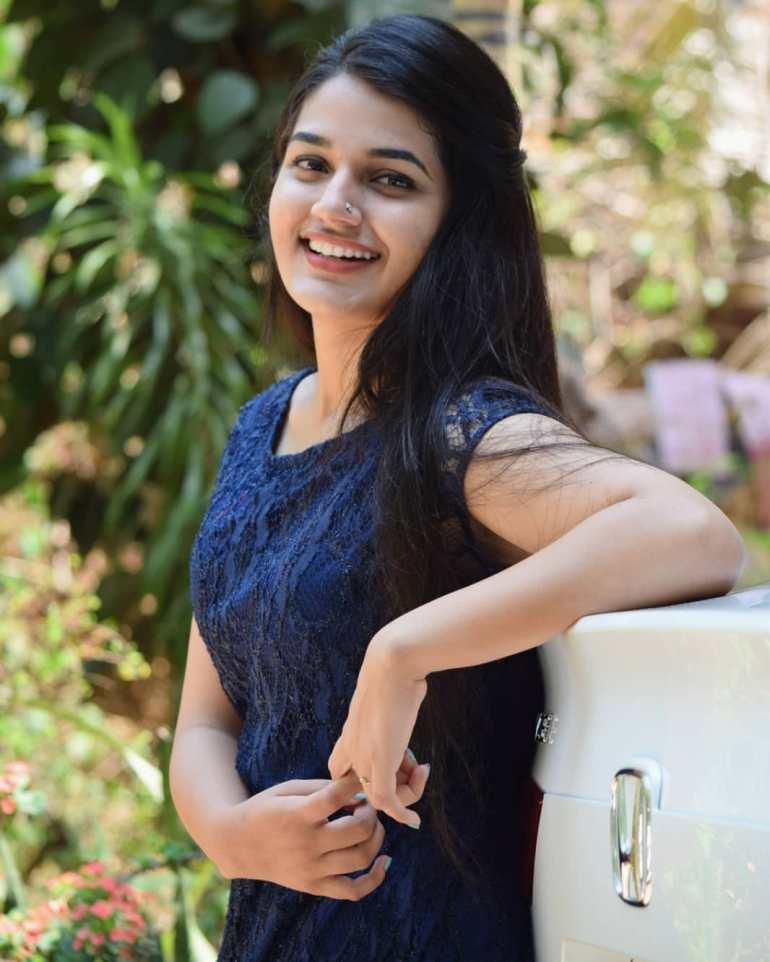 Aparna Janardanan Wiki, Age, Bio, Movies, Husband, Height, TV Shows, Photos 104
