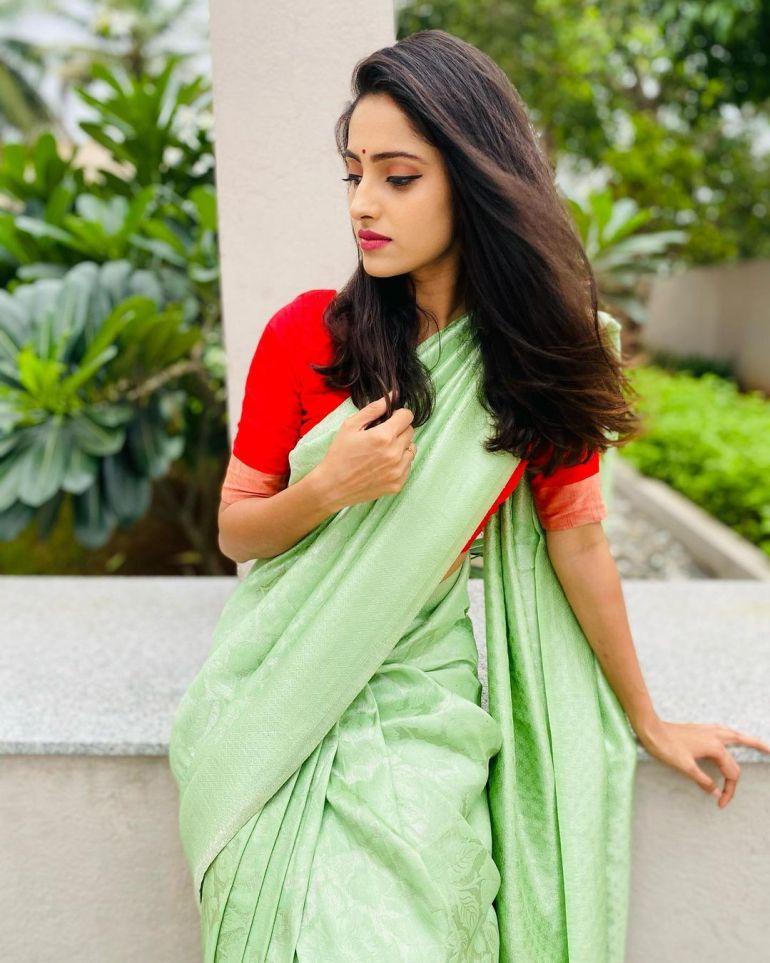Ayesha ( Actress) Wiki, Age, Biography, Movies, and Beautiful Photos 131
