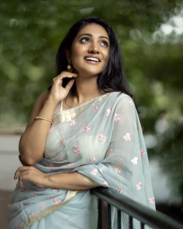 Bommu Lakshmi Wiki, Age, Biography, Movies, and Gorgeous Photos 116