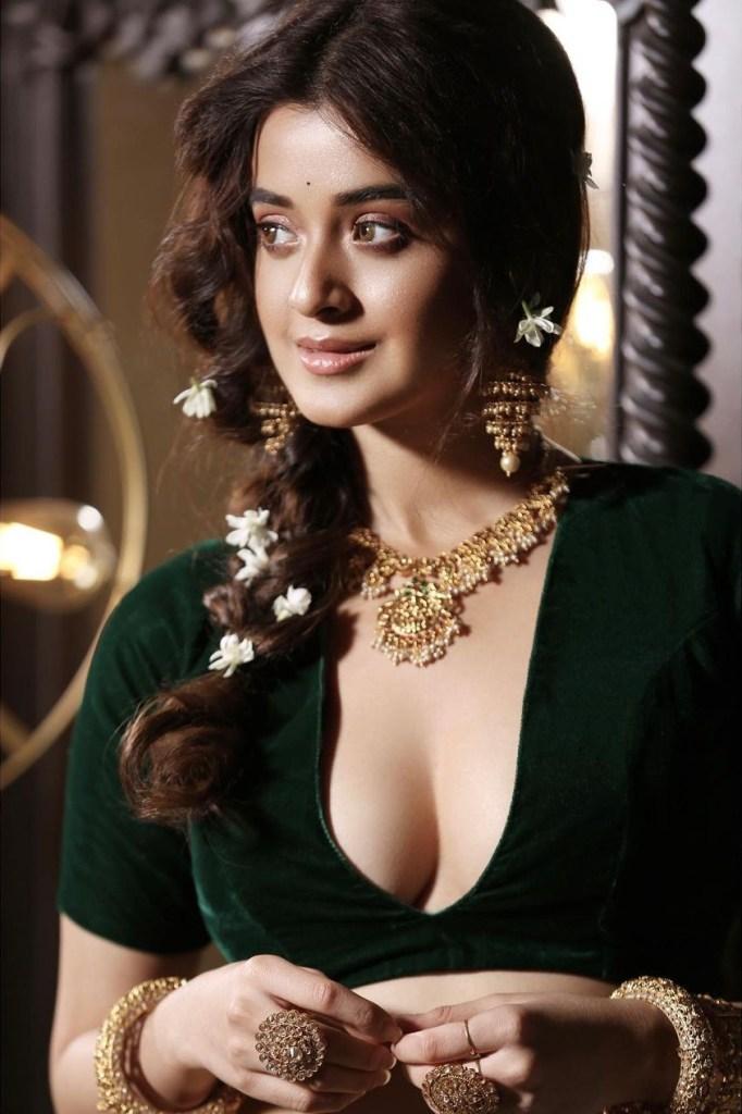 Darshana Banik Wiki/Biography and Beautiful Photos 111
