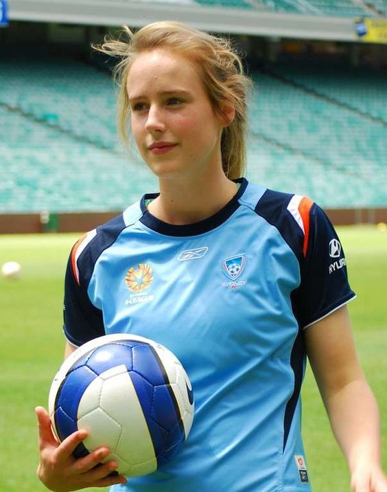Australian cricketer Ellyse Perry Wiki, Age, Biography, Height, and Beautiful Photos 113