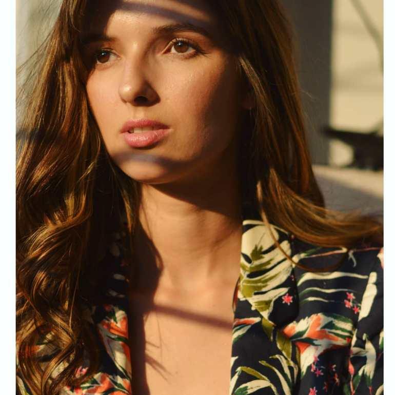 Joanna Robaczewska Wiki, Biography, Web Series, and Beautiful Photos 109