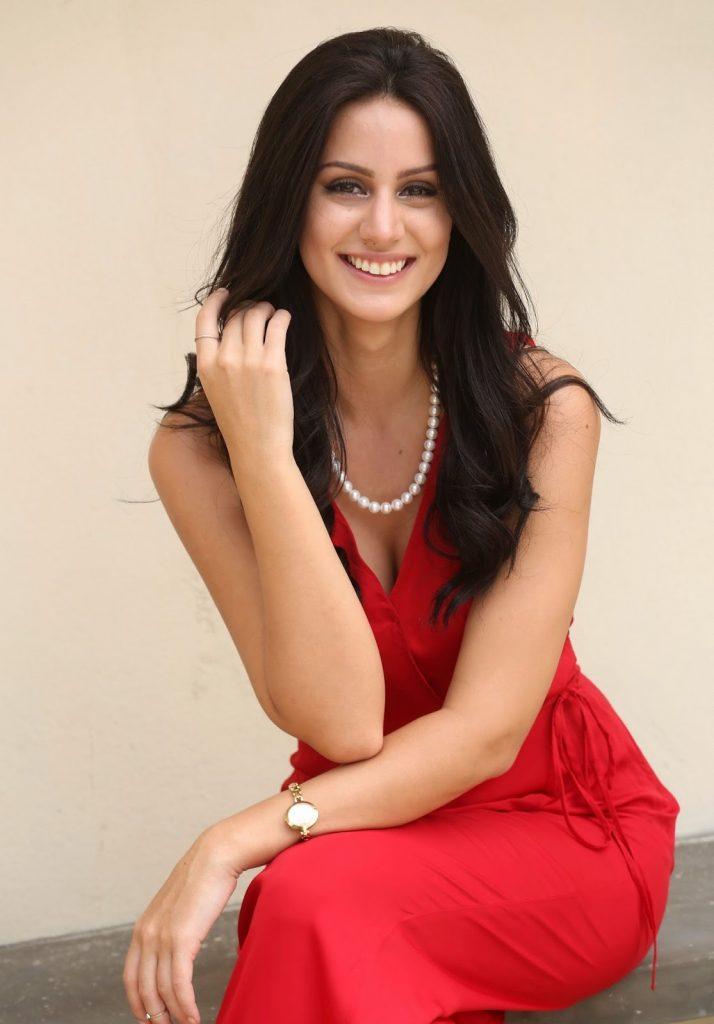 Larissa Bonesi Wiki, Age, Biography, Movies, and Beautiful Photos 125