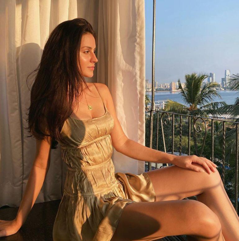 Larissa Bonesi Wiki, Age, Biography, Movies, and Beautiful Photos 116