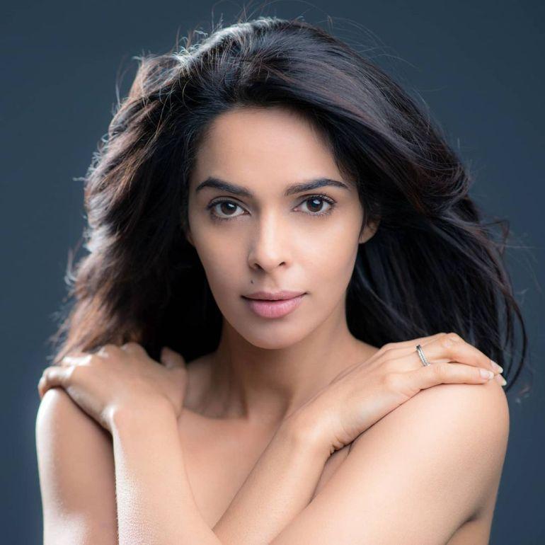 Mallika Sherawat Wiki, Age, Biography, Movies, and Gorgeous Photos 122