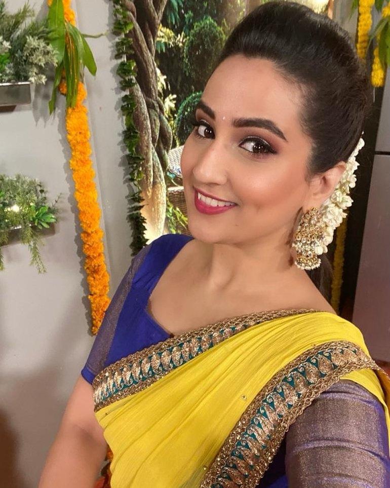 Manjusha Rampalli (Anchor Manjusha) Wiki, Age, Biography, Movies, and Stunning Photos 112